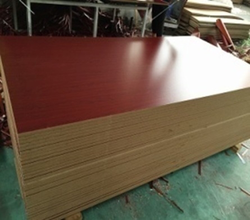 الصورة MAHAGONEY MELAMINE MDF    122CM* 244CM*18MM